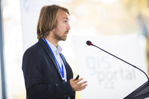 What It Takes To Be An Effective Professional Speaker